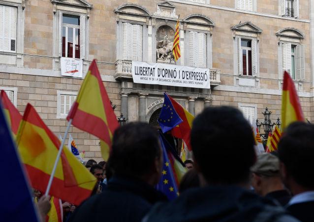 Une manifestation contre l'indépendance de la Catalogne à Barcelone