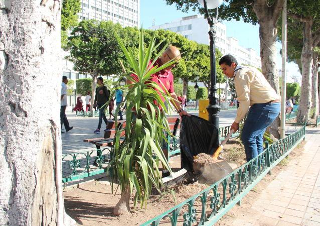 Opération nettoyage dans le centre-ville de Tunis