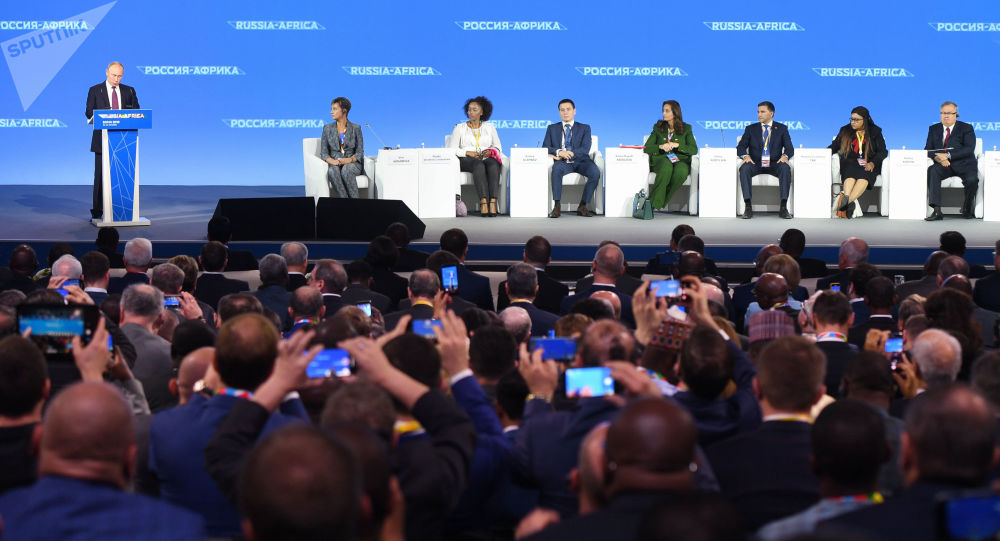 Le chef d'État algérien et trois ministres présents au sommet Russie-Afrique, une 1ère pour ce type d'évènements
