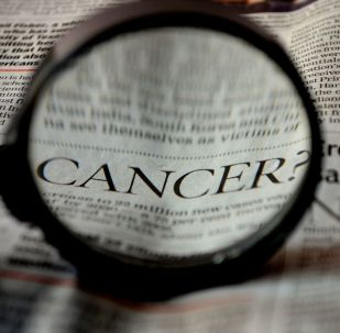 Inscription «cancer» dans un journal