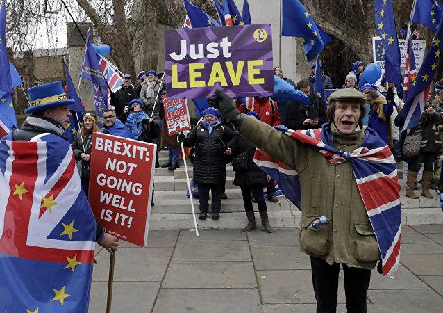 Des pro- et des anti-Brexit manifestent à Londres