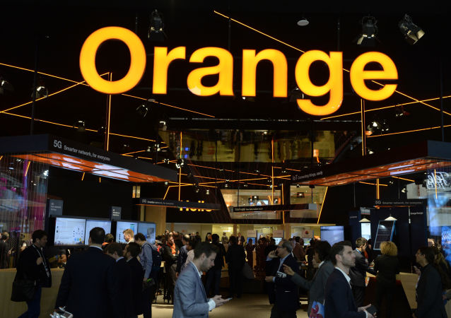 Visitors walk at the Orange stand at the Mobile World Congress (MWC) in Barcelona on February 27, 2019. - Phone makers will focus on foldable screens and the introduction of blazing fast 5G wireless networks at the world's biggest mobile fair as they try to reverse a decline in sales of smartphones. (Photo by Josep LAGO / AFP)