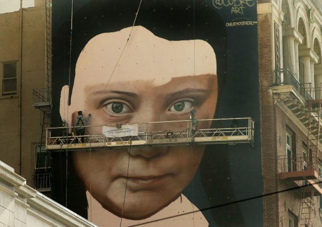 Une peinture murale de Greta Thunberg réalisée à San Francisco