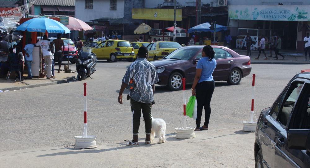 Une rue passante à Abidjan.