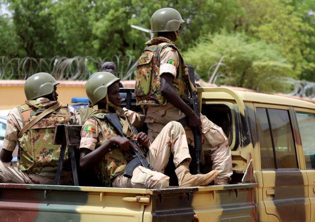 Des membres des FAMA dans les rue de Gao au Mali.