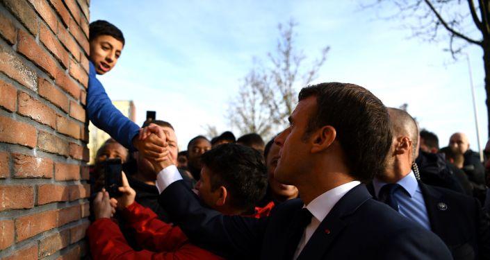 Macron interpellé par un jeune à Amiens