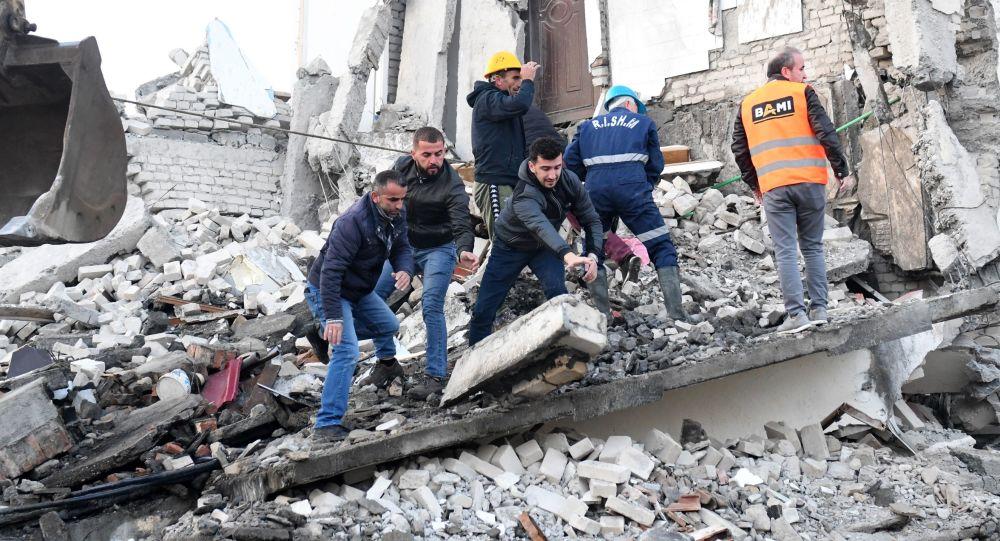 Les conséquences du puissant séisme qui a secoué l'Albanie