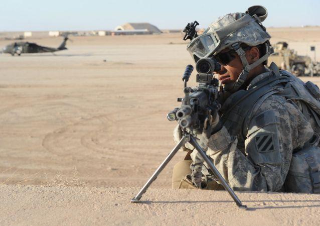 Un soldat américain à la base aérienne d'Al-Asad en Irak