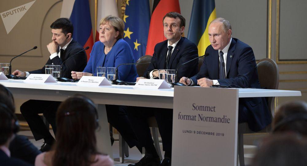 Conférence de presse à Paris clôturant le sommet au format Normandie