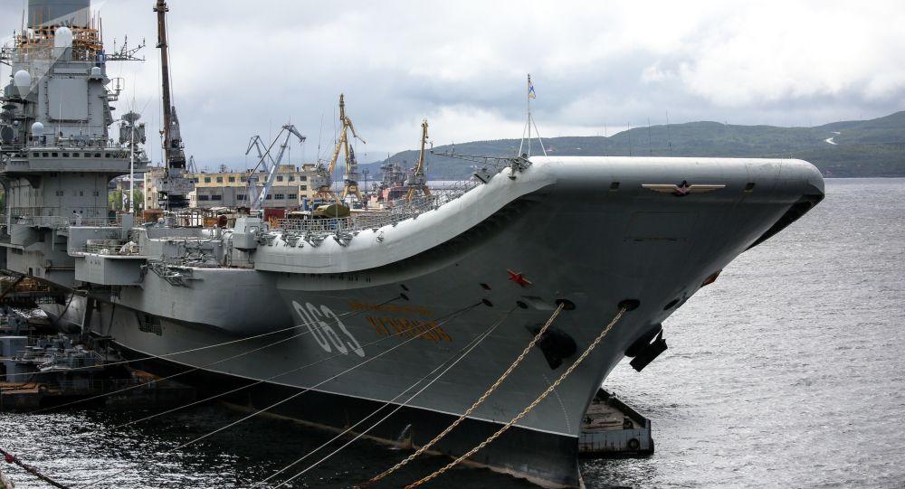 Le porte-avions Amiral Kouznetsov à Mourmansk
