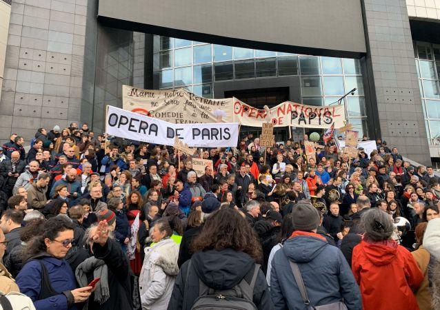 Une manifestation retraite Opéra de Paris