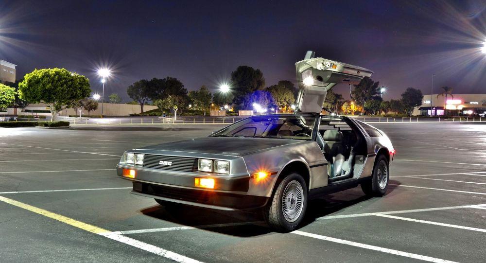 Une DeLorean