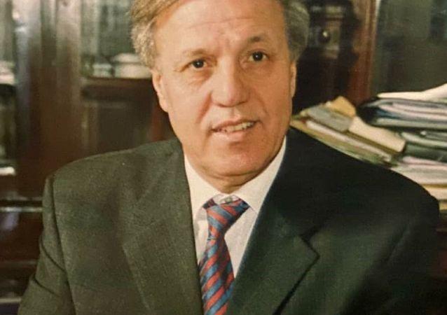 Mohamed Laïchoubi, ex-ministre algérien du Travail et de la Protection sociale et ex-ministre de la Jeunesse et des Sports, ex-ambassadeur et académicien et chercheur en études politiques, économiques et stratégiques
