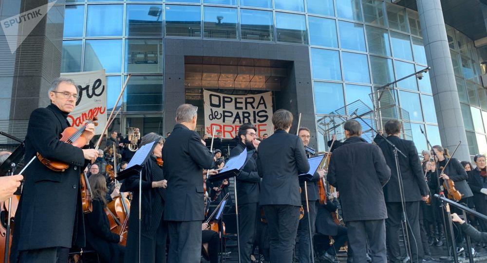 La performance des artistes de l'Opéra de Paris pour dire non à la réforme des retraites, 31 décembre 2019
