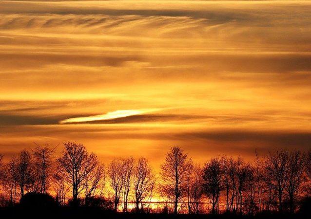 Le ciel orange (image d'illustration)