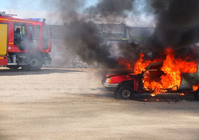 Une voiture brûlée