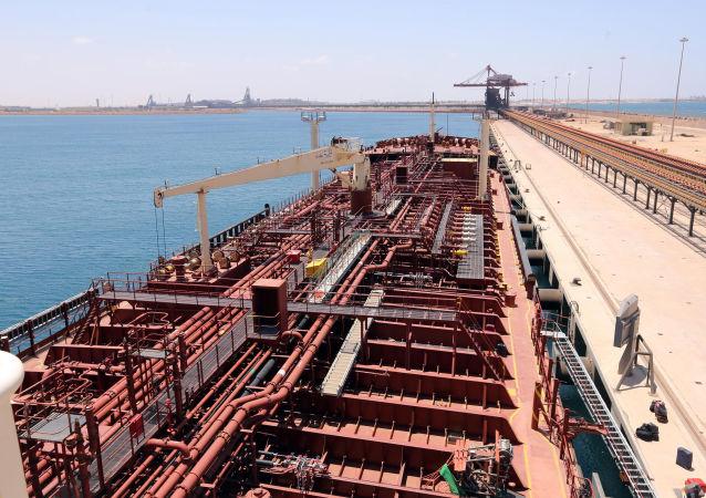 Dans le port de Misrata