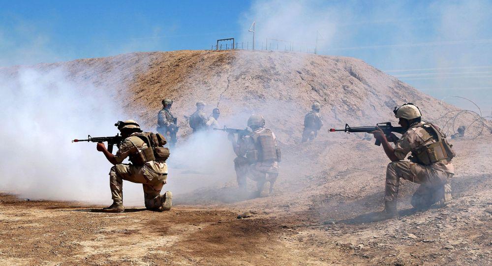 Les forces australiennes et néo-zélandaises de la coalition participent à une mission de formation avec des soldats de l'armée irakienne, en Irak. Avril 2019