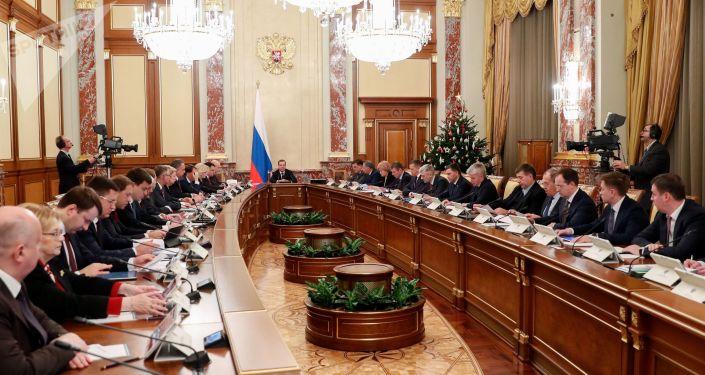 Dmitri Medvedev et les membres du gouvernement russe