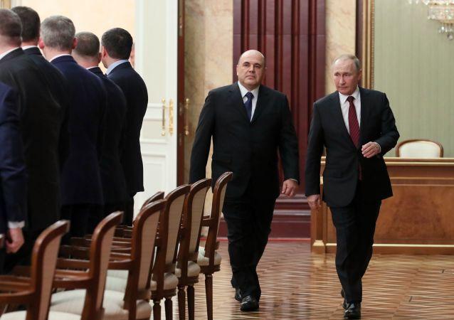 Vladimir Poutine et Mikhail Michoustine
