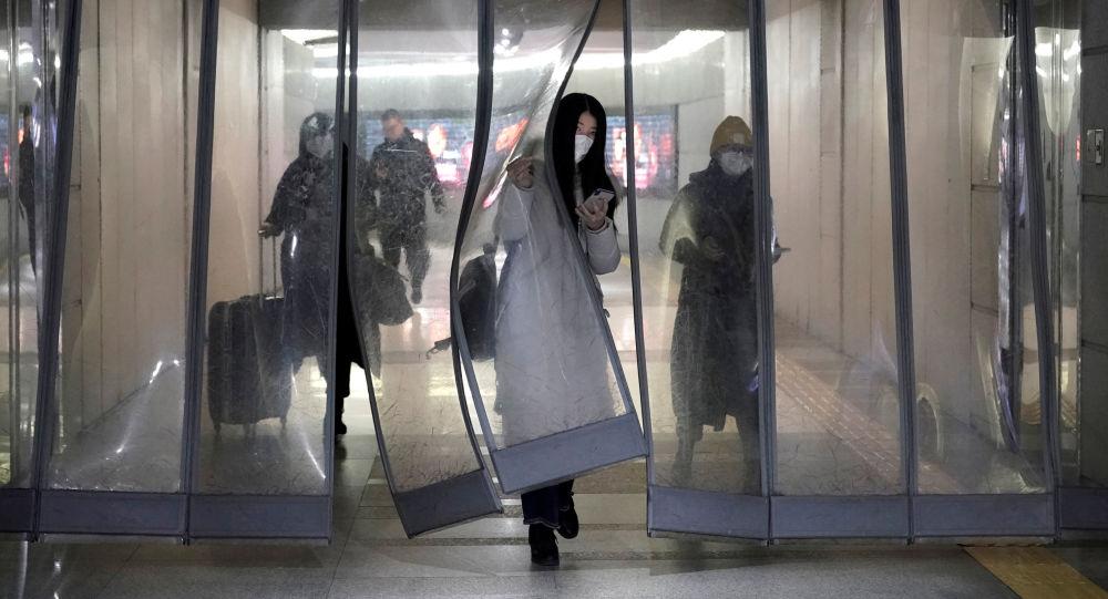 Plus de 20.000 cas du coronavirus recensés en Chine, un premier décès à Hong Kong