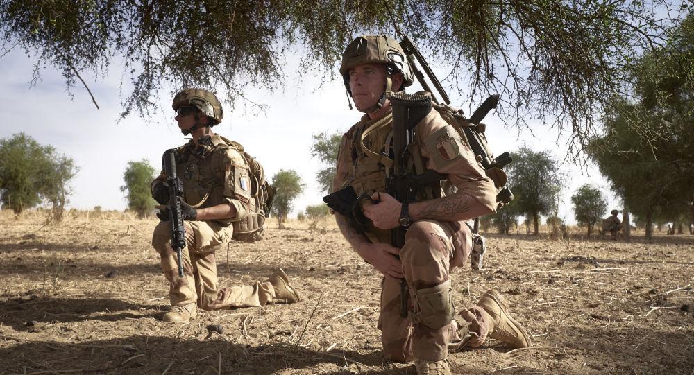 Sursaut dans l'opération Barkhane: la légion saute sur le Mali
