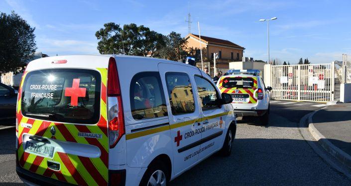 Des véhicules de la Croix-Rouge française à l'entrée de la base aérienne Istres-Le Tubé, au nord-ouest de Marseille, le 31 janvier 2020