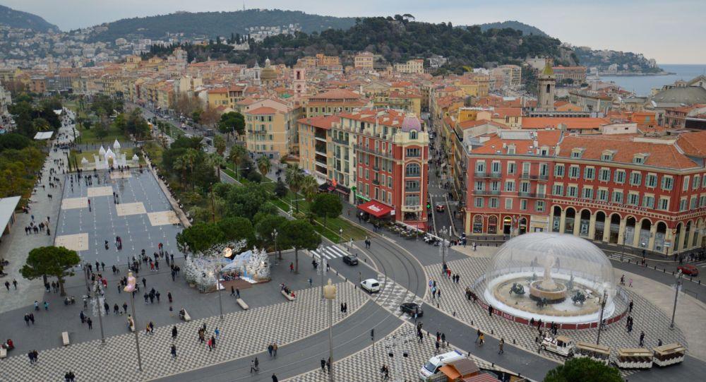 «Les témoins sont extrêmement choqués»: une femme se jette du haut de la grande roue de Nice