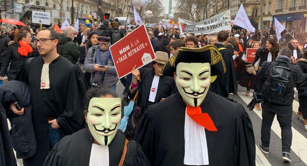 Les avocats manifestent à Paris contre la réforme des retraites