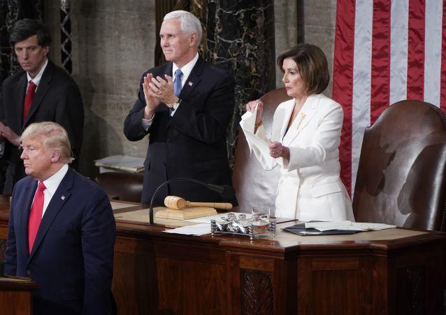 La chef démocrate Nancy Pelosi déchire le discours de Donald Trump