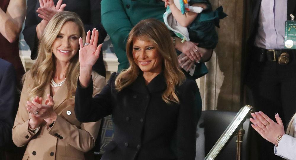 Manque de respect? La tenue de Melania Trump lors d'un hommage pose question - photos