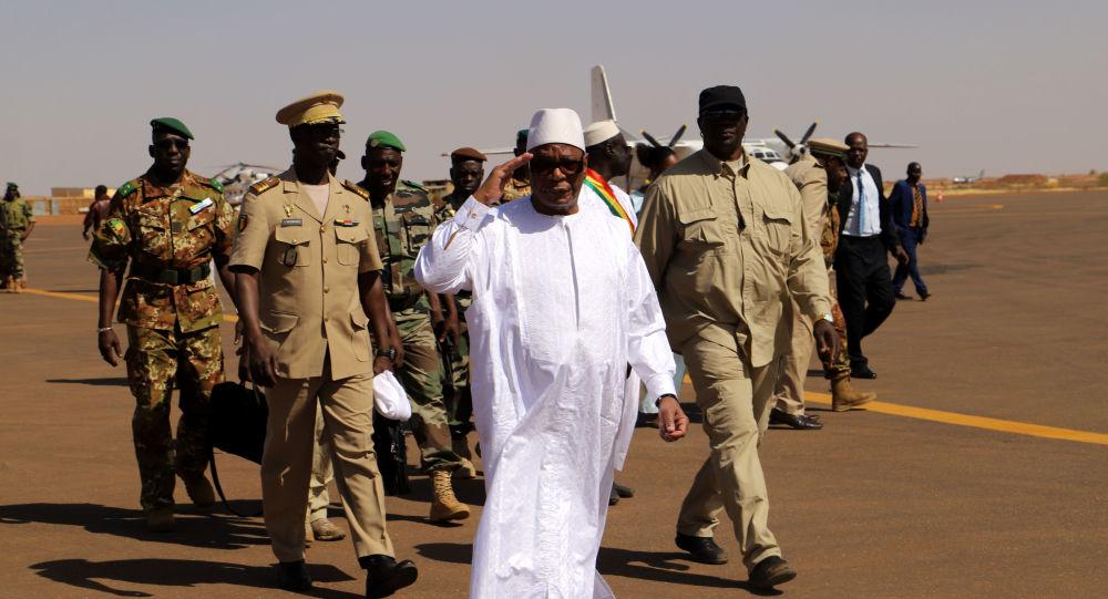 Le Président du Mali Ibrahim Boubacar Keita à l'aéroport de Gao, le 7 novembre 2019.