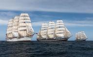 Les trois bateaux-êcoles russes, dans l'Atlantique sud