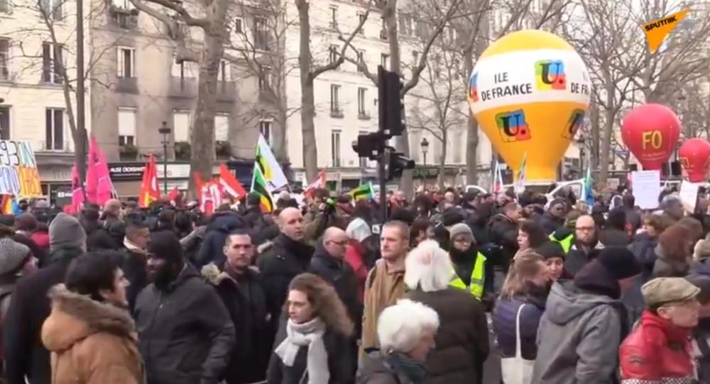 Réformes des retraites: une nouvelle mobilisation à Paris pour dénoncer le recours au 49.3