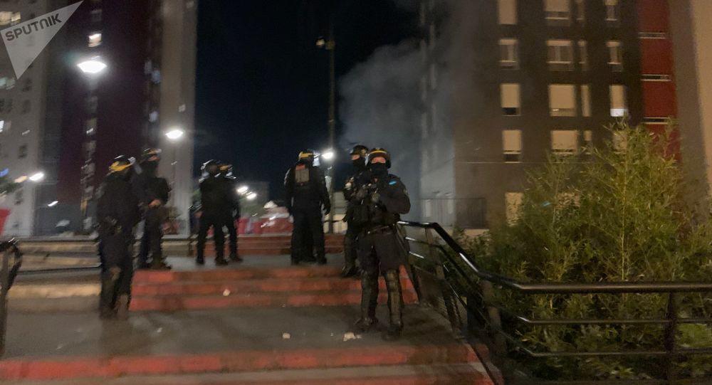Argenteuil: tensions après la mort d'un jeune décédé suite à une chute à moto près d'une voiture de police - vidéos