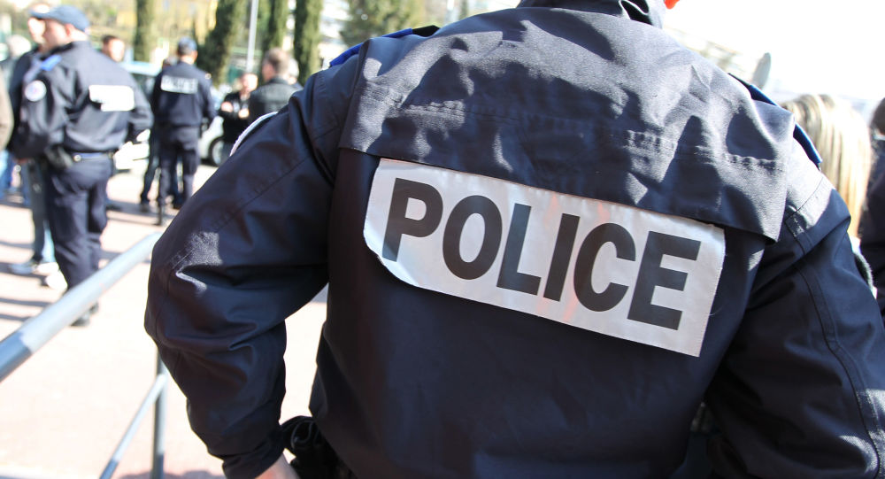Trois faux policiers interpellés à Paris en pleine arrestation raciste censée discréditer la police