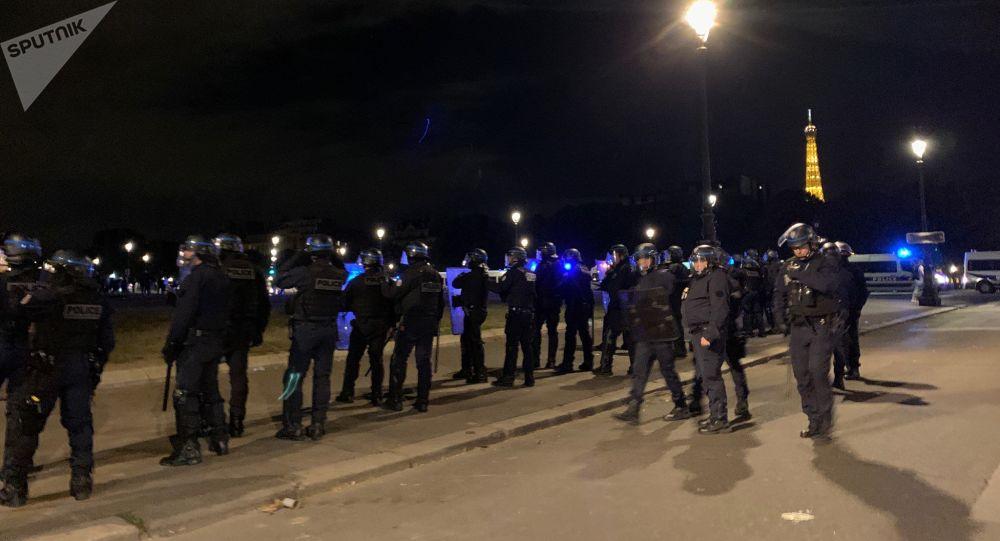 Soirée «Projet X» aux Invalides: affronter la police est-il devenu un jeu?