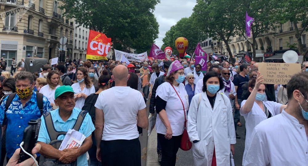 Le personnel soignant se mobilise pour une nouvelle manifestation à Paris - vidéo