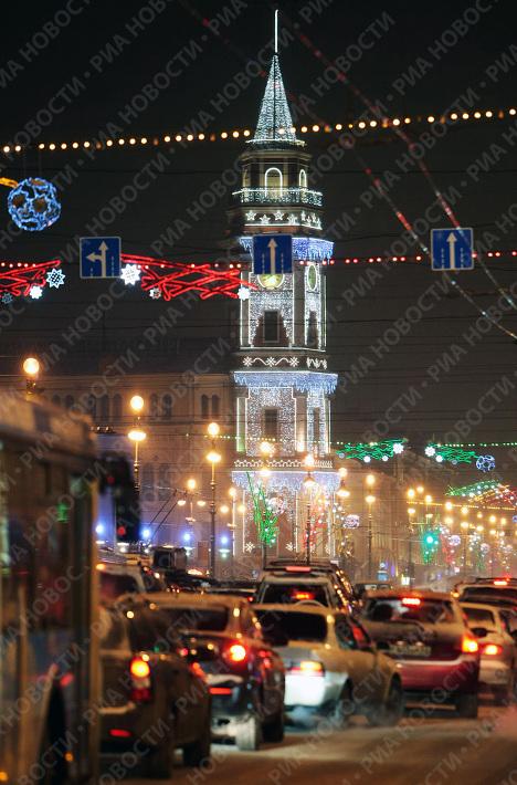 Подготовка к празднованию Нового года идет в Санкт-Петербурге