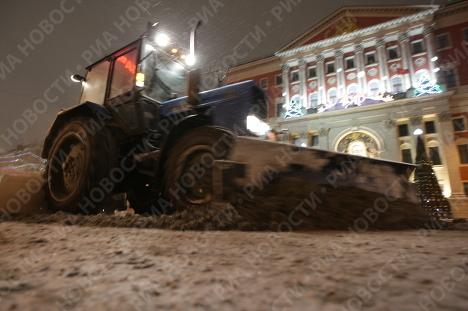 Уборка снега на Тверской улице
