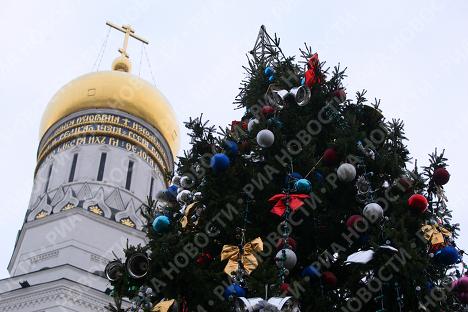 Главная новогодняя елка России на Соборной площади Кремля