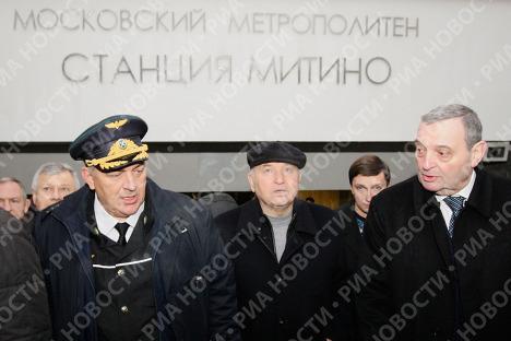 Dmitri Gaïev et Iouri Loujkov à la station de métro Mitino