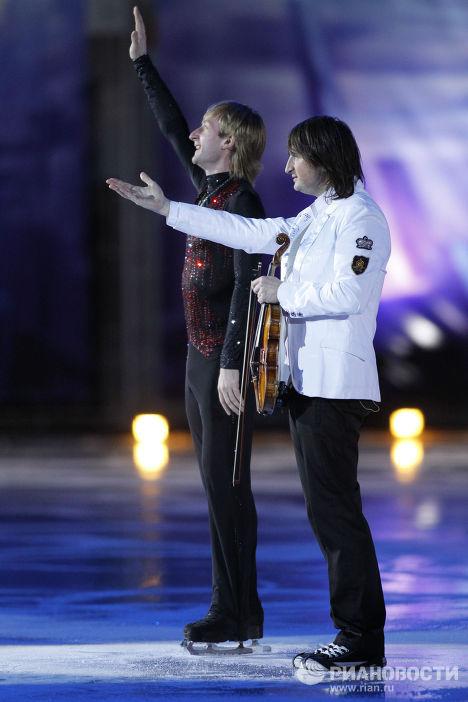 Evgeny Plushenko et d'autres Rois de la glace