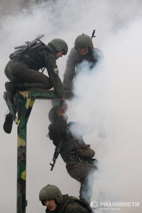 Экзамен бойцов спецназа на право ношения крапового берета