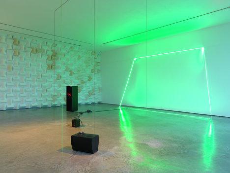 Работа Харуна Мирзы (Haroon Mirza), представленная в рамках проекта ILLUMInations на 54-й Венецианской биеннале современного искусства
