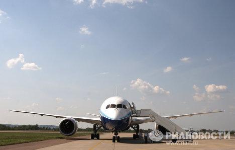 Прилет самолета Boeing-787 на авиасалон МАКС-2011