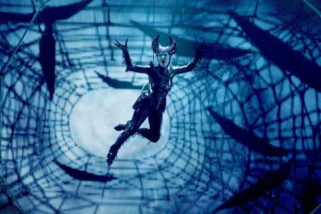Scène d'un speclacle du Cirque du Soleil