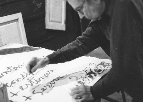 Антони Тапиес за работой. Фото сделано женой художника Терезой