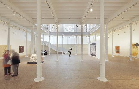 Общий вид экспозиции Фонда Антони Тапиеса (Fundacio Antoni Tapies)