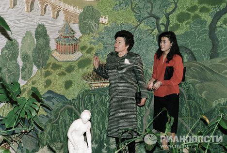 Супруга Президента РФ Наина Ельцина в посольстве КНР